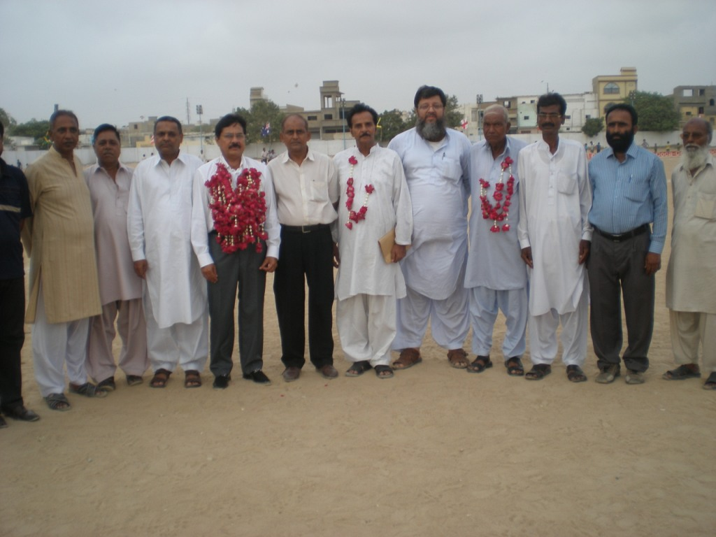Chief Guest Sami Khan ka Organiser and guests k sath group photo
