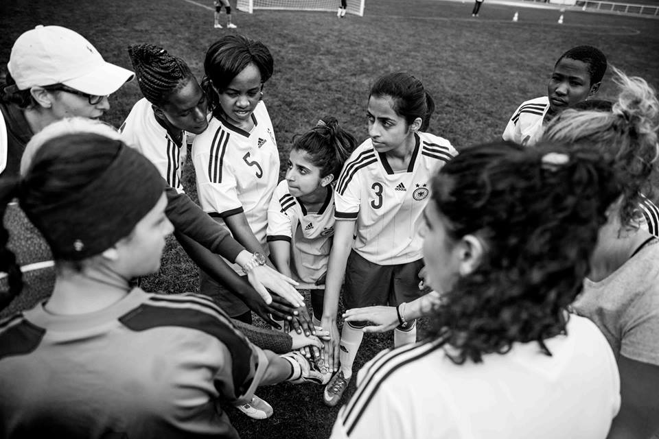 nina-zehri-and-sarah-ali-with-their-team-in-discover-football