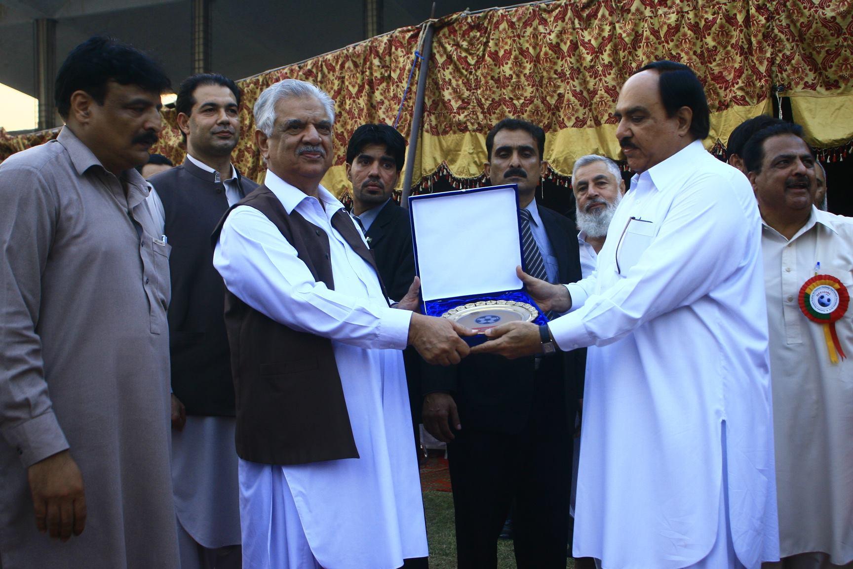 kpfa-president-syed-zahir-ali-shah-right-presenting-memento-to-governor-kpk-engr-iqbal-jhagra