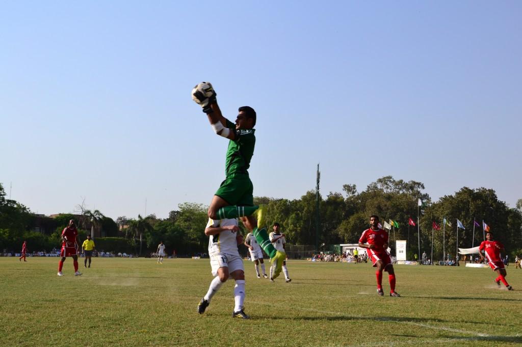 Pakistan & Army  goalie Jaffar Khan catches the ball vs KRL (Photo by Abdul Majid)