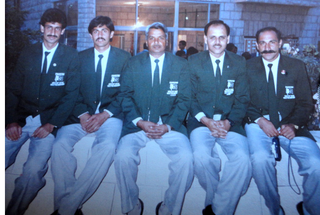 Qazi Ashfaq with Aslam Japani, Tariq Lutfi, Matin Akhtar and Naeem Gul