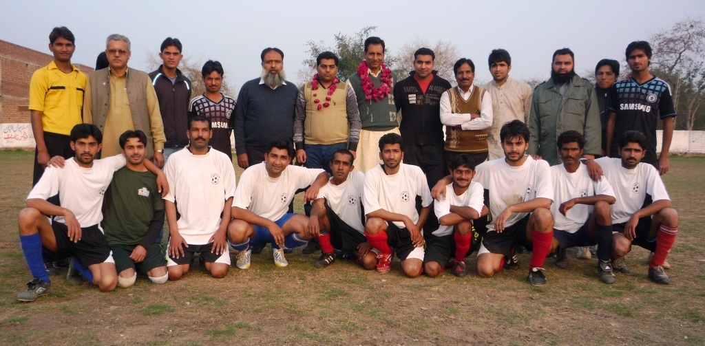 Sharaqpur XI with chief guest