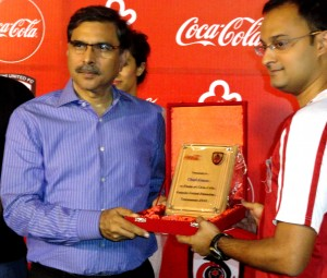 Imran Ali presenting Shield to Chief Guest from KUFC