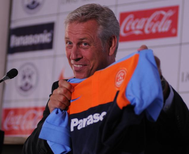 The experienced Dutchman believes India will win the tournament.