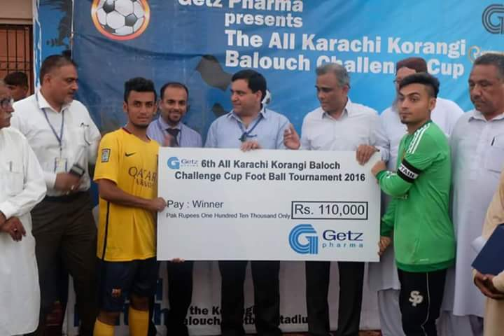 All Brothers recieving winners prize for Korangi Baloch Challenge Cup