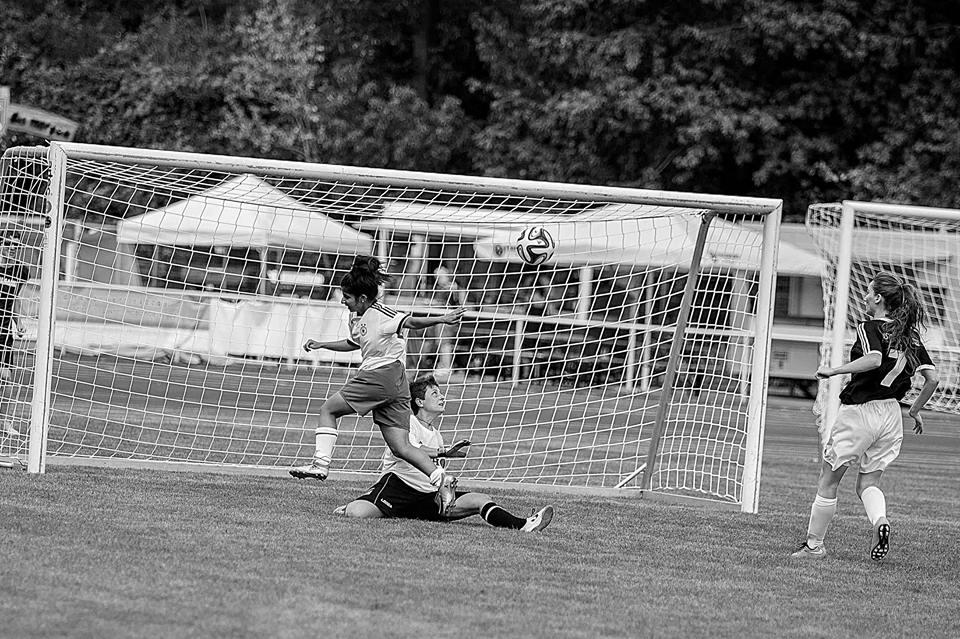 nina-zehri-scores-a-goal-in-discover-football