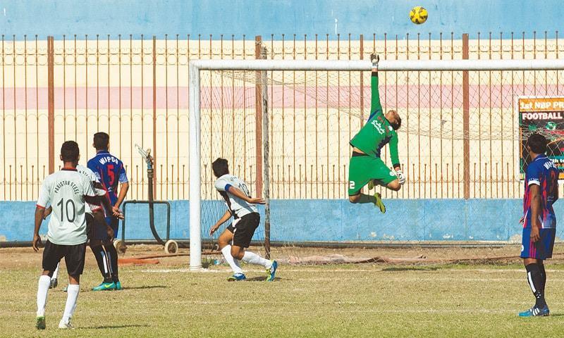 Referees come under fire as Wapda, NBP make quarters [Dawn]