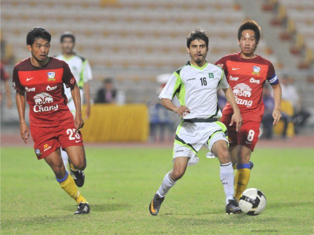 Fahadullah: The footballer who aims to conquer the world on borrowed kidney [Express Tribune]