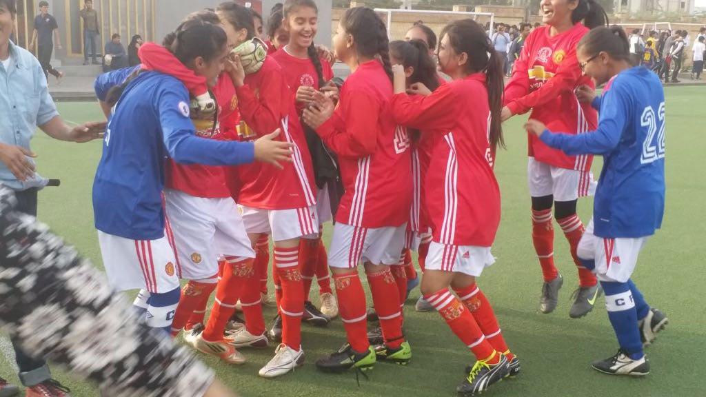 SMB Fatima Jinnah govt school wins Karachi United girls football tournament [Geo]