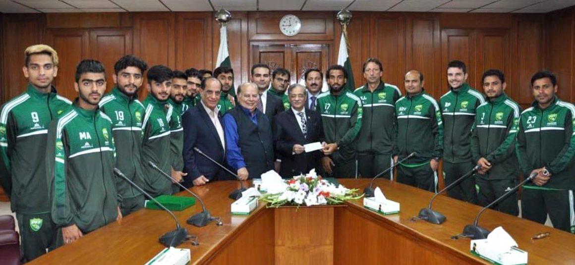 Pakistan football team hands $10,000 to CJ [The Nation]