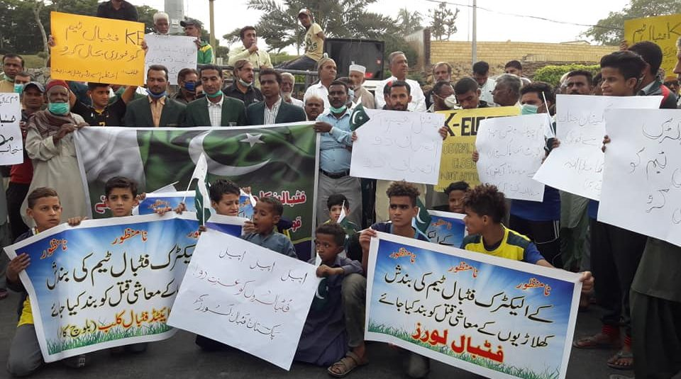 Footballers stage protest against K-Electric disbanding team [The News]