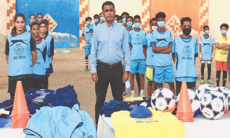 JAFA Academy players receive football gear from DMC South [Dawn]